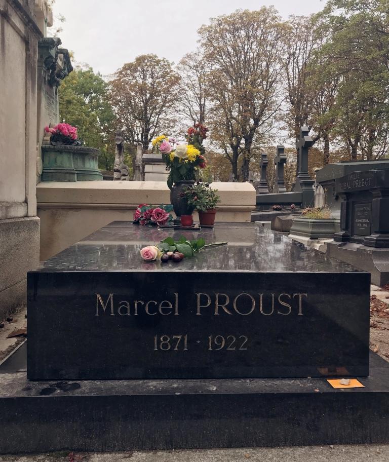 Visiting cemeteries in Paris